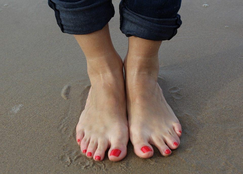Jak pozbyć się bólu stóp po całym dniu chodzenia na szpilach